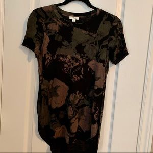 Aritzia Wilfred side slit t-shirt flower pattern